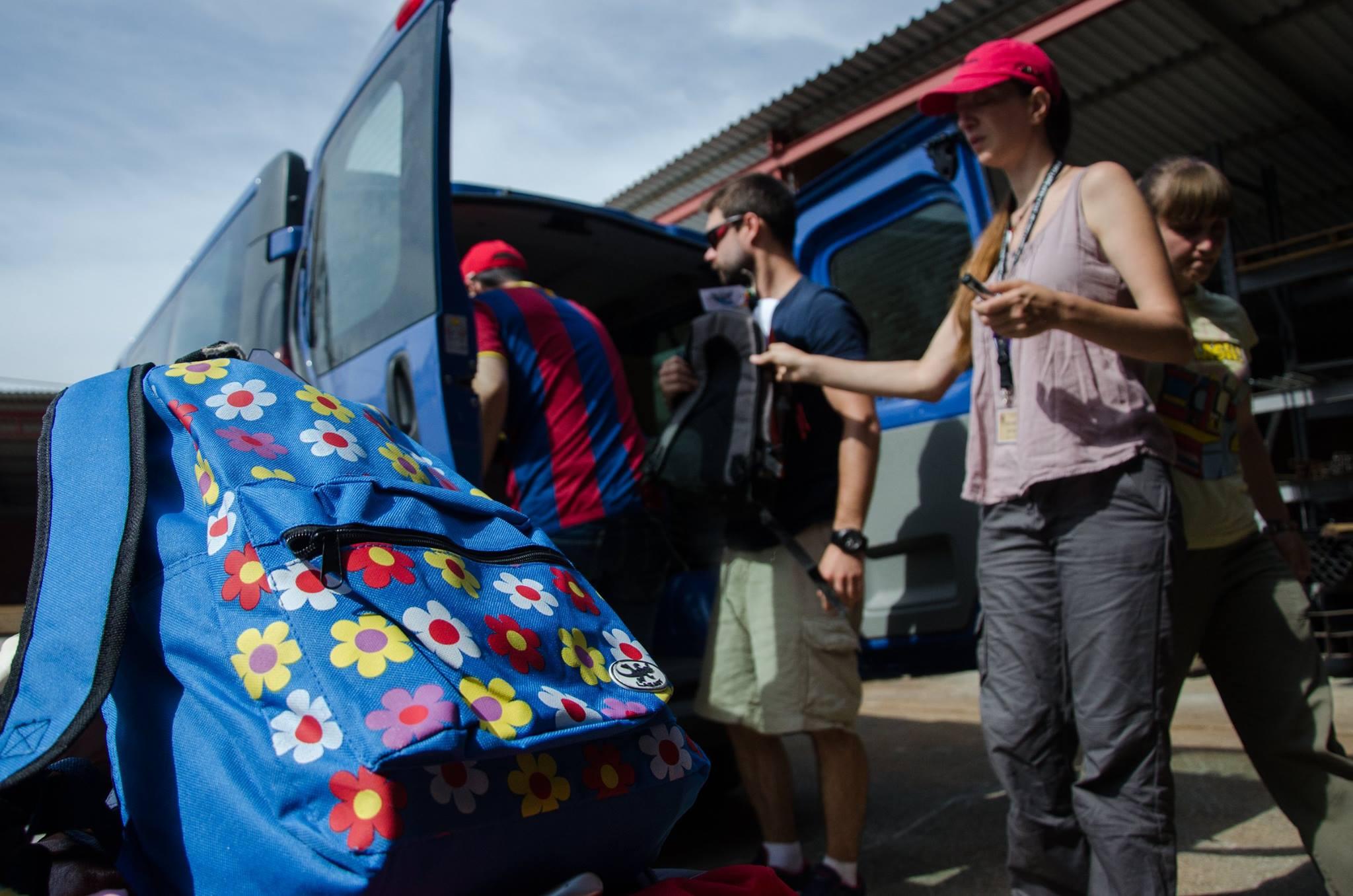 Organizando y cargando la furgoneta